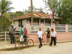 People along the streets of Roatan Hunduras.jpg