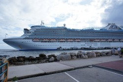 Caribbean Princess docked at Willemstad Curacao during daytime.jpg