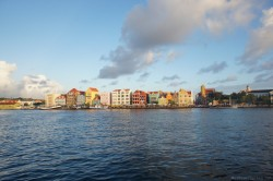 Handelskade Williamstad Curacao viewed from retracted Queen Emma Bridge.jpg