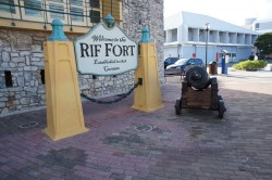 Welcome to RIF Fort Sign Willemstad Curacao with canon.jpg