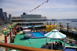 Pool deck of the Norwegian Pearl.jpg