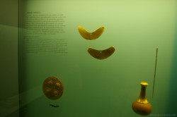 Gold crafted goods from Gult of Uraba on display at Museum del Oro Zenu Plaza Santo Domingo Cartegena Columbia.jpg