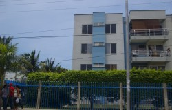 Four story apartment building in Cartagena Colombia.jpg