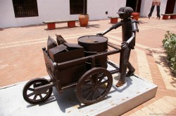 Metal art of a person pushing a cart at Plaza de la Aduana in Cartagena Colombia.jpg
