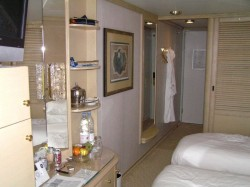 Crystal Symphony cabin stateroom.jpg