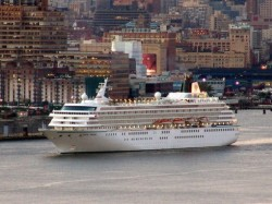 Crystal Symphony cruise ship arriving in New York.jpg