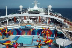 Independence of the Seas H2O zone.jpg