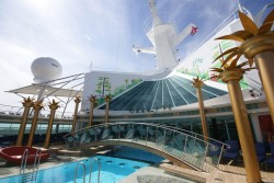 A bridge crossing a pool aboard the Independence of the Seas.jpg