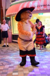 Puss in Boots dancing in the Royal Promenade.jpg
