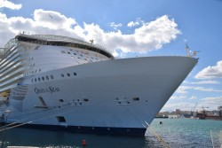 Photo of Oasis of the Seas Starboard Bow.jpg